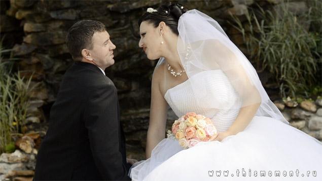 Жених и невеста прогулка