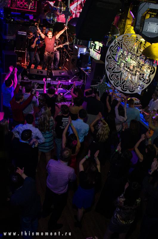Танцы в клубе
