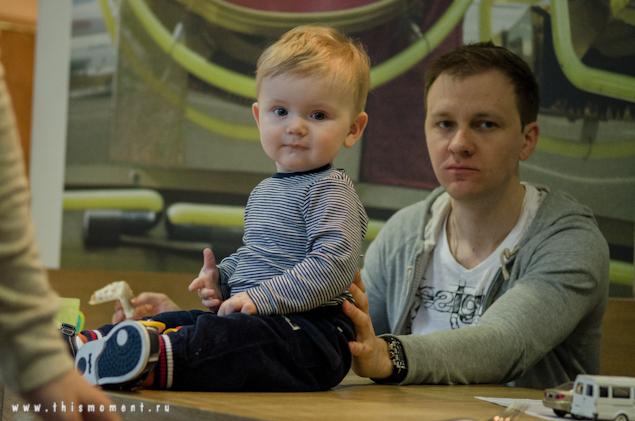 Ребенок на столе
